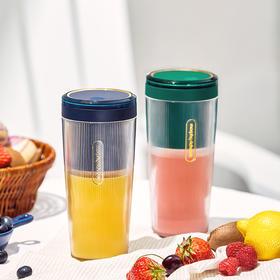 摩飞便携榨汁杯 | 15秒喝上鲜榨果汁,无线充电更方便
