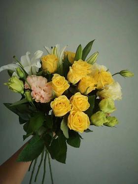 昆明鲜花直送10黄玫瑰5白百合2香槟洋桔梗(湖北暂时不发)仅限积分兑换