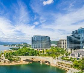 【酒店特惠】仅售599元!即可享175平米五号楼湖景豪华套房