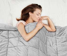 改善睡眠,缓解焦虑:夏季凉感重力毯