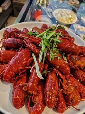 当季网红生蚝、3斤小龙虾、湄公鱼烤鱼3选1 还有葱油花甲、酱爆螺蛳...吃货首选超高性价比套餐来了!王牌美食一次性吃个够!