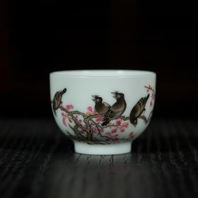 珐琅彩鸜鵒秋光图小杯