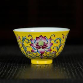 黄地勾莲纹小杯