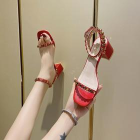 LN353新款潮流时尚铆钉一字带扣中高跟凉鞋TZF