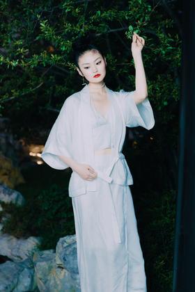 游园 · 铜氨提花直袖罩衫    游园 · 铜氨提花裹身裙