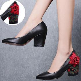 YNX-K3883新款典雅中国风真皮刺绣花朵粗高跟鞋TZF
