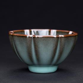 青瓷原矿葵瓣杯