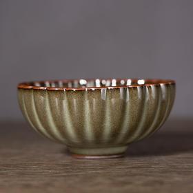 青瓷原矿葵纹杯