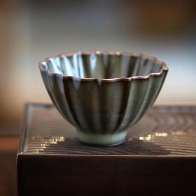 青瓷原矿葵口杯