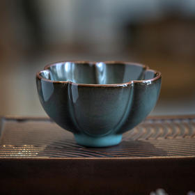 青瓷原矿花口杯