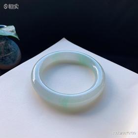 57.1mm糯种浅飘绿圆条翡翠手镯