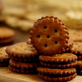 【江浙沪包邮】解忧杂货铺 麦芽饼 夹心饼干 黑糖夹心 咸蛋黄夹心