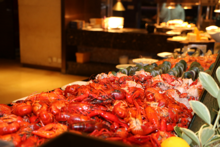 【上海嘉定绿地万怡酒店】爆!爆!¥99抢1大1小小龙虾自助晚餐!小龙虾霸屏!四种口味小龙虾放肆畅吃,还有上百种美食+无限畅饮,让你吃到扶墙出!