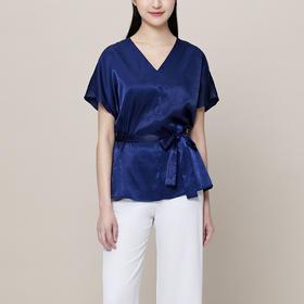 IN AND ON法式V领收腰上衣+丝质半身裙 | 优雅细腻,让人眼前一亮的气质穿搭
