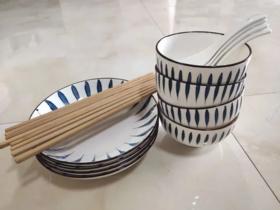 薇娅推荐16件套日式和风千叶草手绘釉下彩餐具套装 4个日式碗4.5英寸 +4个日式圆盘7英寸+4双筷子+4个勺子
