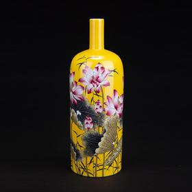 黄地荷花酒瓶
