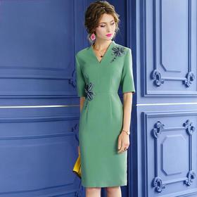 FMY30648新款时尚优雅气质修身V领短袖纯色钉珠连衣裙TZF