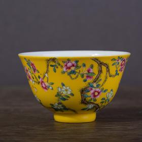 黄地桃花纹杯