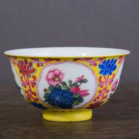 黄地开光花卉纹碗