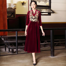 DLQ-A2638新款高端优雅气质修身V领七分袖丝绒刺绣连衣裙TZF