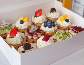 雪心榴莲1磅+草莓格格1磅+16个水果挞+四季如歌慕斯杯16个+纸杯蛋糕12个+行政版纸杯12个+四口味8拼蛋糕卷1个+三口味葡挞共18个