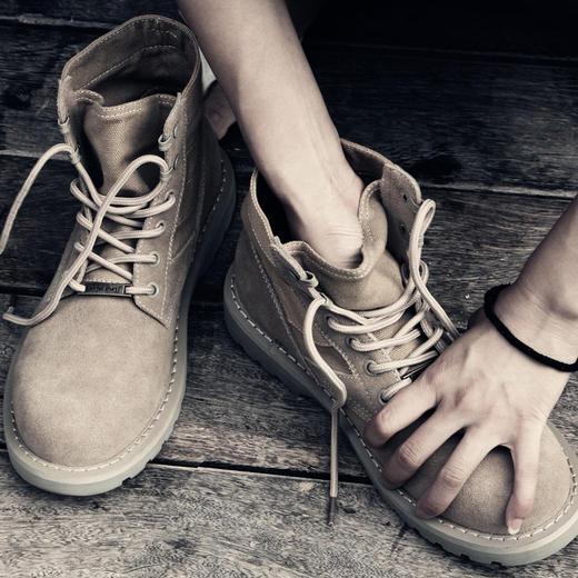 【为思礼】【穿出新风格】情侣款保暖马丁靴男潮大码战狼沙漠靴加绒中帮军靴复古高帮鞋工装短靴 商品图3
