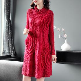 LYFZ-LY258新款时尚优雅气质宽松重工刺绣扎花褶皱连衣裙TZF