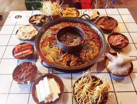 【龙锦记火锅】双人餐仅需68元,4人餐仅需99元,千层肚、嫩牛肉、鸭肠等菜品应有尽有